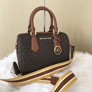 Last one ✨Michael Kors small Hayes Satchel